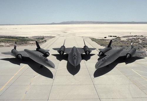 Tiết lộ về siêu máy bay gián điệp SR-71 Blackbird của Mỹ - Ảnh 1