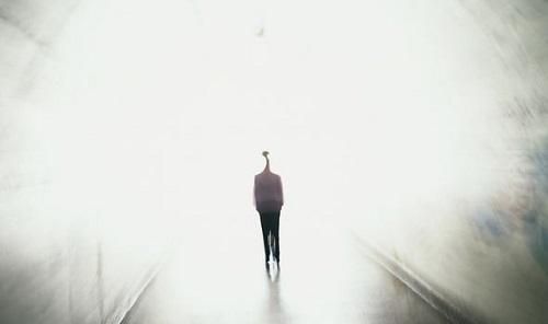 Bí ẩn cuộc sống sau cái chết: Kỳ lạ người đàn ông được khuyên thay đổi bản thân - Ảnh 1
