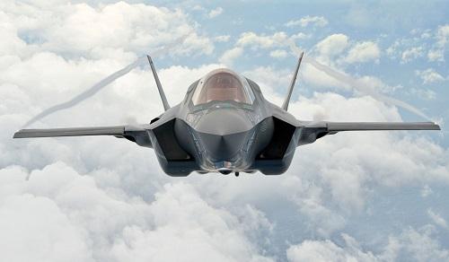 So sánh sức mạnh tiêm kích 'đại bàng' F-15 với 'tia chớp' F-35 - Ảnh 2
