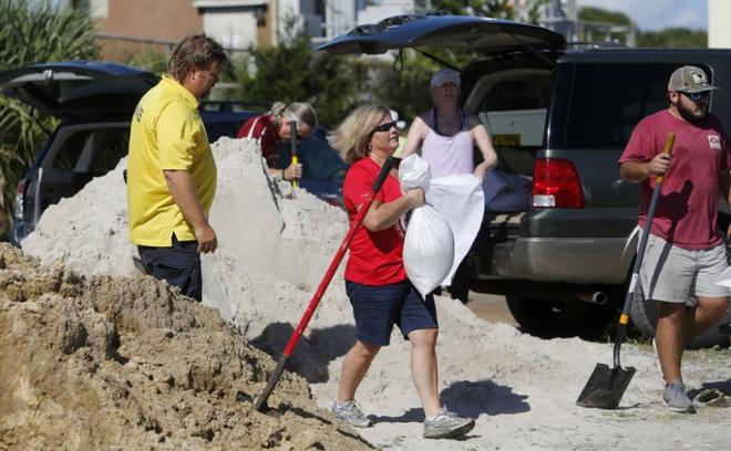 1,7 triệu người Mỹ gấp rút sơ tán vì bão 'quái vật' Florence - Ảnh 4