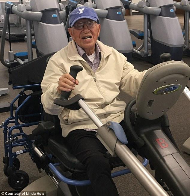 Cụ ông 111 tuổi tiết lộ bí quyết để sống thọ - Ảnh 1