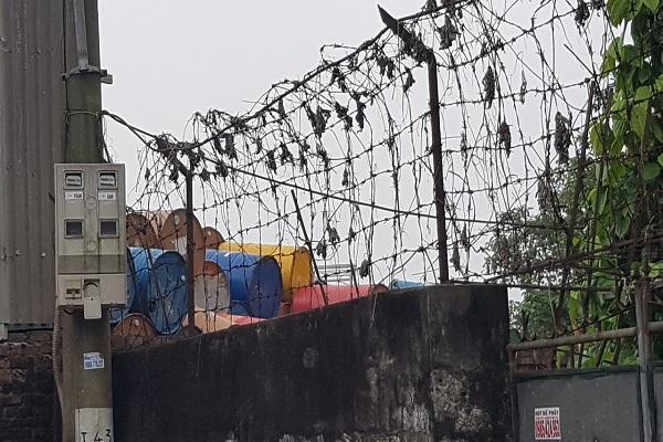 Vấn nạn môi trường (Bài 2): Kho chất thải nguy hại cách nhà dân đúng một bức tường - Ảnh 8