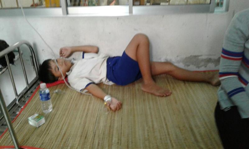 Cà Mau: Nhiều học sinh nhập viện sau khi súc miệng bằng dung dịch Flour - Ảnh 1