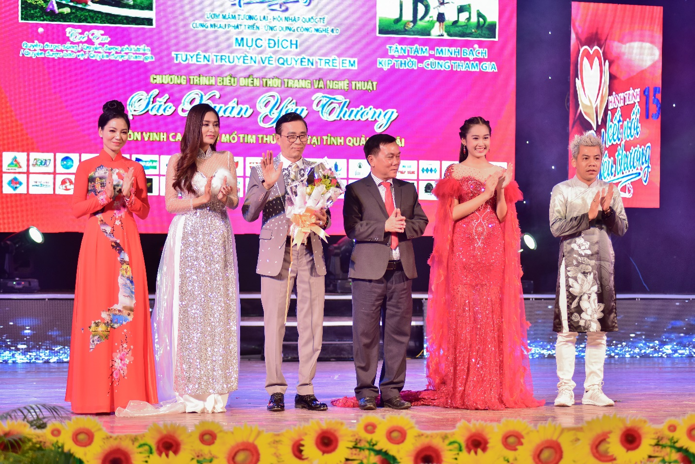 Lưu Lan Anh cùng Hành Trình Kết Nối Yêu Thương số 15 mang yêu thương đến Quảng Ngãi - Ảnh 6