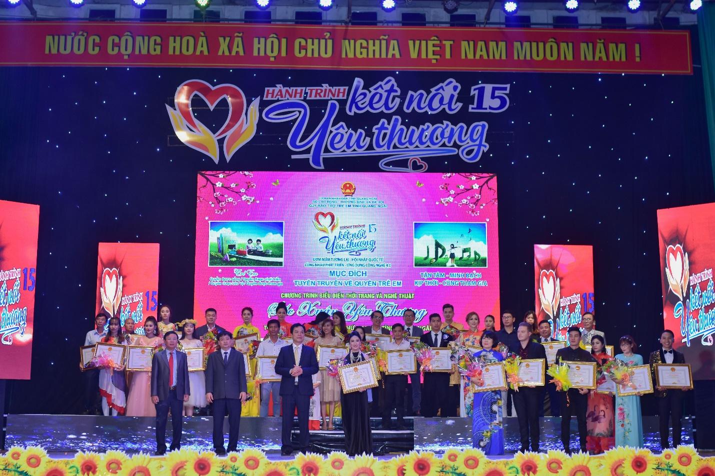 Lưu Lan Anh cùng Hành Trình Kết Nối Yêu Thương số 15 mang yêu thương đến Quảng Ngãi - Ảnh 8
