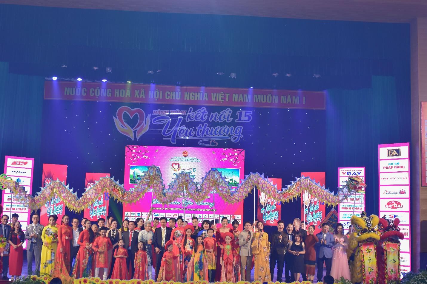 Lưu Lan Anh cùng Hành Trình Kết Nối Yêu Thương số 15 mang yêu thương đến Quảng Ngãi - Ảnh 9