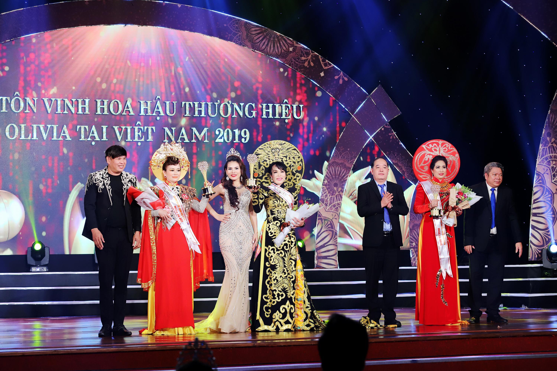Nhiều sắc màu tại đêm tôn vinh Hoa hậu Thương hiệu Olivia tại Việt Nam 2019 - Ảnh 1