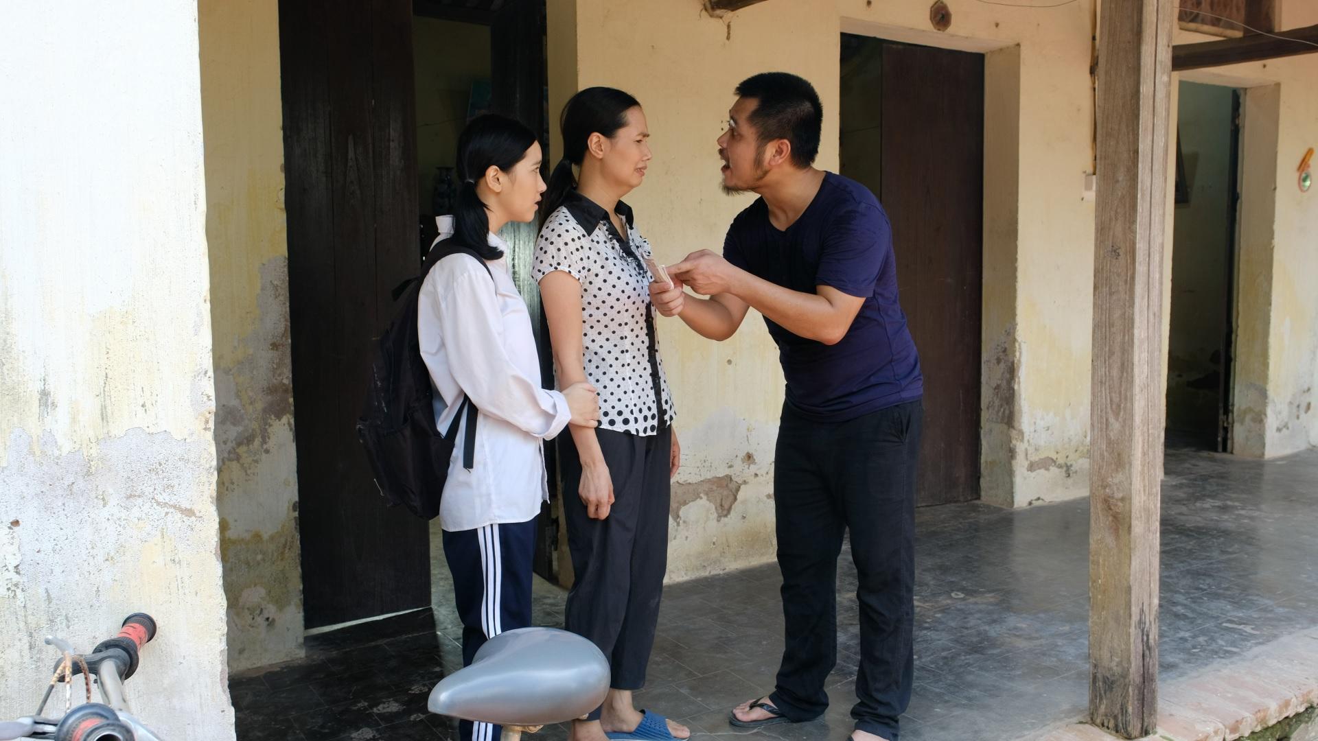 Xuất hiện Người chồng vũ phu nhất màn ảnh Việt trong phim 'Tổ ấm nhìn trên cao' - Ảnh 2