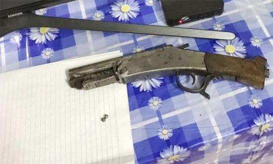 Tuyên Quang: Chồng dùng súng tự chế bắn vợ vì mâu thuẫn tiền bạc dịp Tết - Ảnh 1