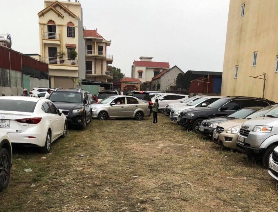 """Hà Nội: Đi hội Phủ Dầy cầu may, du khách gửi xe bị """"chặt chém"""" gấp 5 lần ngày thường? - Ảnh 1"""