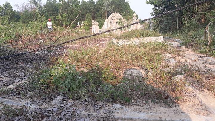 Thừa Thiên - Huế: Bi hài chuyện xây hàng loạt... mộ giả để tăng tiền đền bù? - Ảnh 1