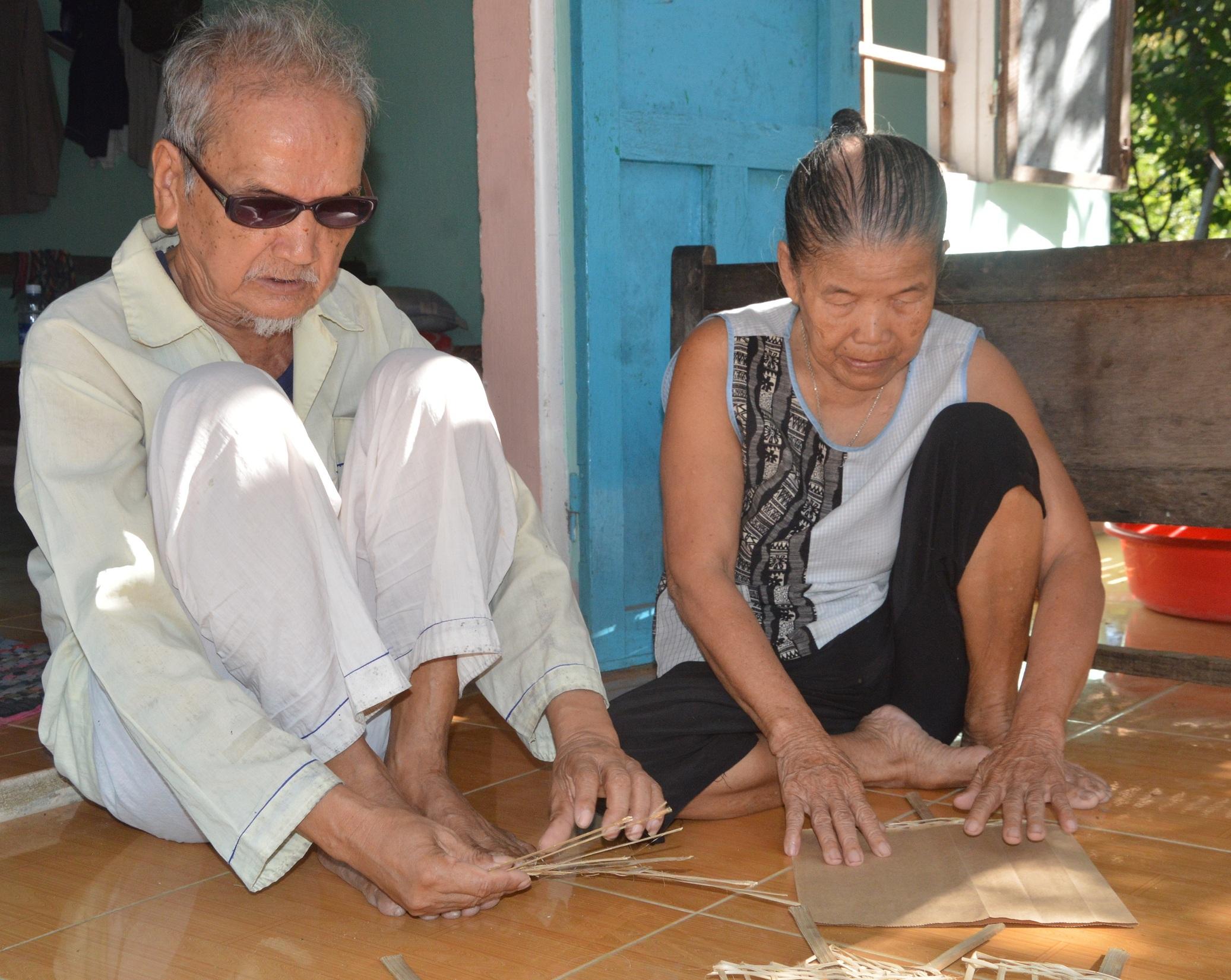 Căn nhà của đôi vợ chồng mù: Nơi nương tựa của những mảnh đời vô gia cư - Ảnh 1