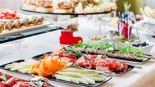 Tổ chức sự kiện, đặt tiệc tại nhà: Xu hướng mới lên ngôi trong dịch vụ ăn uống - Ảnh 1