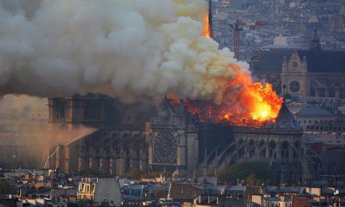 Hỏa hoạn tại nhà thờ Đức Bà Paris: Đồng cảm, sẻ chia và tiếc nuối...! - Ảnh 1