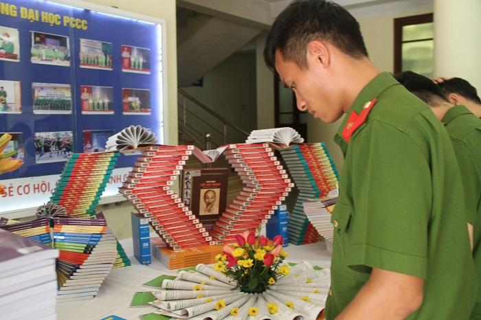 """Trường đại học PCCC: Phát động phong trào đọc sách và tổ chức nói chuyện chuyên đề """"Di chúc của Chủ tịch Hồ Chí Minh"""" - Ảnh 4"""