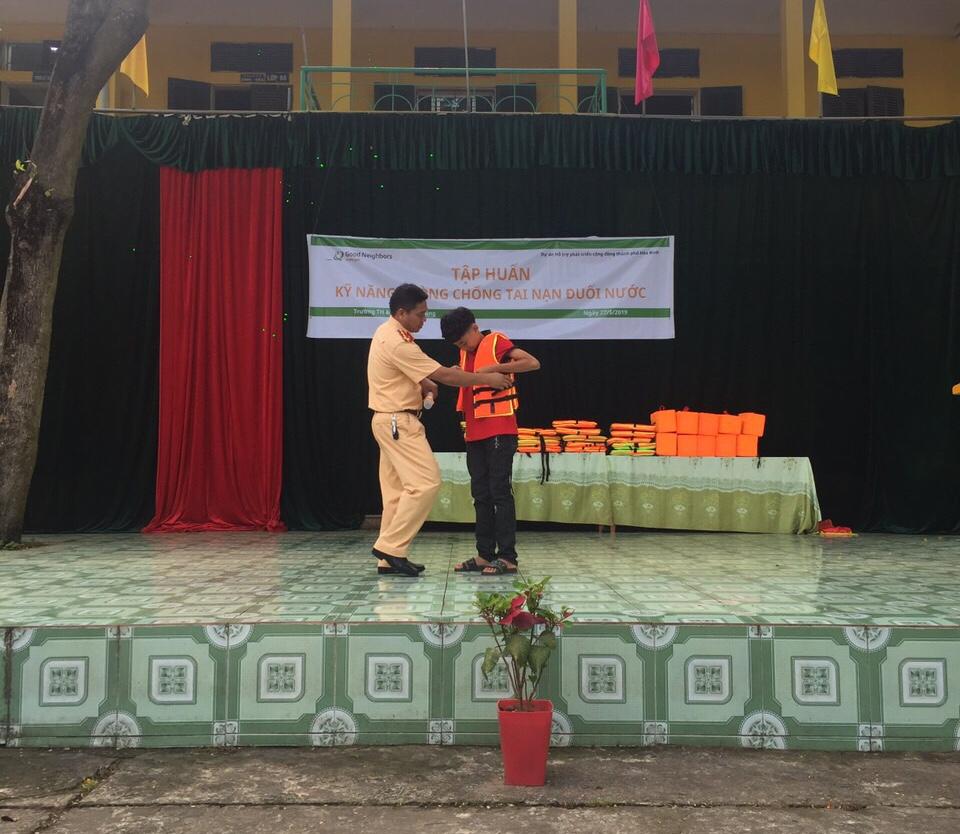 Hòa Bình: Đội Cảnh Sát Đường Thủy tăng cường công tác tuyên truyền phòng, chống đuối nước cho trẻ em. - Ảnh 2