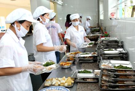 TP. HCM: An toàn thực phẩm tại bếp ăn tập thể có nhiều chuyển biến - Ảnh 1