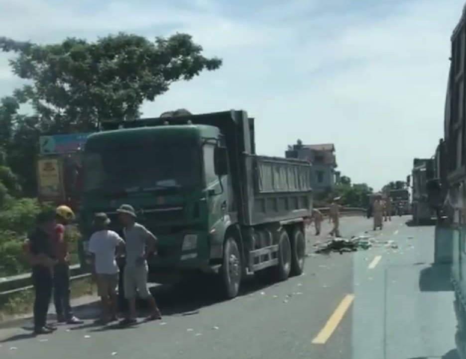'. Hà Nam: Hai người bị cán chết do va chạm với xe tải .'