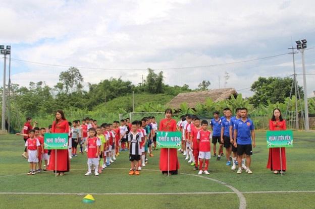 Trung tâm đào tạo bóng đá trẻ Nam Linh long trọng tổ chức lễ khai giảng khóa đầu tiên tại Hà Giang. - Ảnh 2