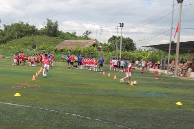 Trung tâm đào tạo bóng đá trẻ Nam Linh long trọng tổ chức lễ khai giảng khóa đầu tiên tại Hà Giang. - Ảnh 3