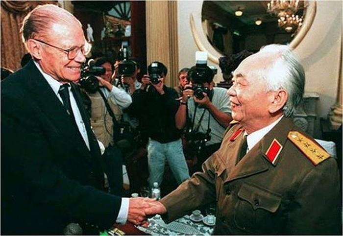 Đại tướng Võ Nguyên Giáp: Người anh cả của Quân đội còn sống mãi trong lòng dân và nhân loại yêu chuộng hòa bình! - Ảnh 6