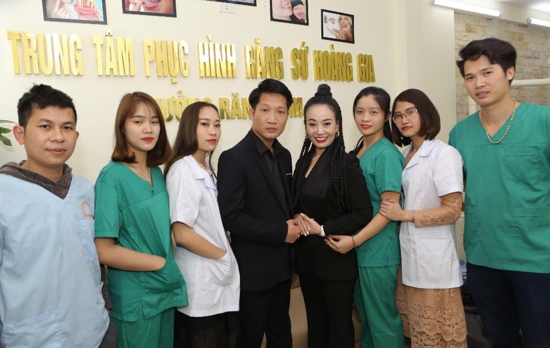 Răng sứ thẩm mỹ, uy tín, chất lượng tại xưởng sản xuất răng sứ thẩm mỹ Hoàng Gia - Ảnh 1