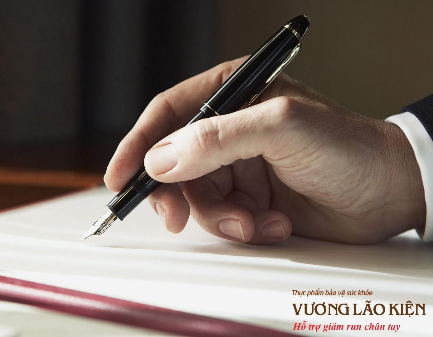 Run tay khi viết, khi ký tên báo hiệu bệnh gì nguy hiểm? - Ảnh 1