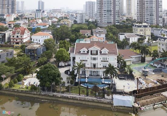 Siêu biệt thự trăm tỷ ven sông Sài Gòn của bố chồng Hà Tăng - Ảnh 2