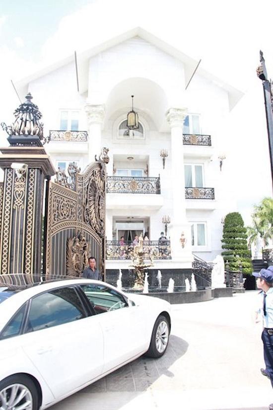Siêu biệt thự trăm tỷ ven sông Sài Gòn của bố chồng Hà Tăng - Ảnh 5