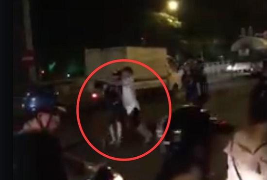 """Trên đường """"đi bão"""" mừng Việt Nam chiến thắng, nam thanh niên bị đánh gãy cổ - Ảnh 1"""