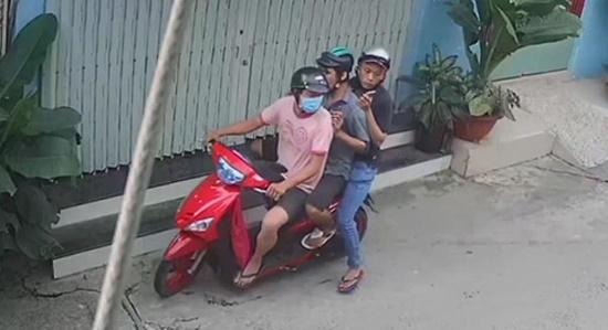 Bắt khẩn cấp nhóm thanh niên cướp túi hồ sơ có giấy báo tử - Ảnh 1