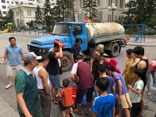 Công ty nước sạch Hà Nội nhận hơn 2.000 cuộc gọi đề nghị cấp nước sạch - Ảnh 1