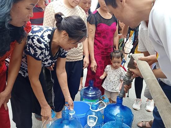 Công ty Sông Đà cấp nước trở lại, 150 nghìn khách hàng có nước sạch để dùng - Ảnh 1