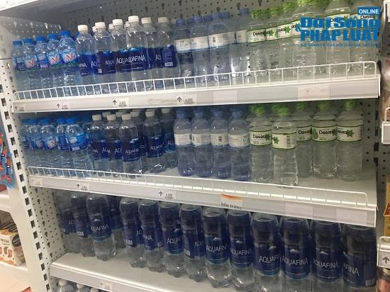 Công ty nước sạch sông Đà cấp nước trở lại: Người dân vẫn mang xoong nồi, xe nôi xếp hàng chờ nước sạch - Ảnh 4