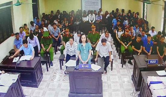 Vụ gian lận điểm thi tại Hà Giang: Bị cáo Triệu Thị Chính bật khóc tại phiên tòa - Ảnh 1