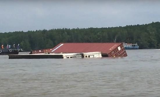 Phân luồng hàng hải sau vụ tàu 8.000 tấn bị chìm trên sông Lòng Tàu - Ảnh 1