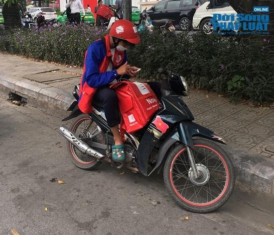 Hà Nội cảnh báo ô nhiễm không khí: Người dân ra đường bịt kín như Ninja - Ảnh 7
