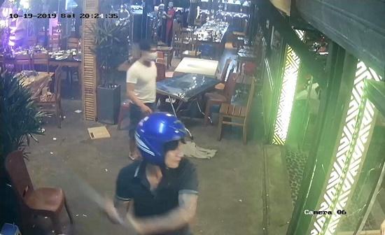 Đà Nẵng: Truy bắt nhóm côn đồ bịt mặt xông vào nhà hàng đập phá - Ảnh 1