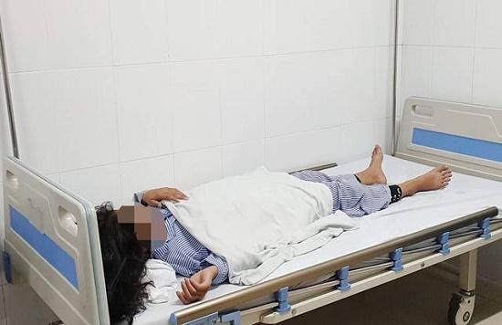 Tiêm filler nâng mũi, bé gái 13 tuổi mù mắt, hoại tử da nghiêm trọng - Ảnh 1