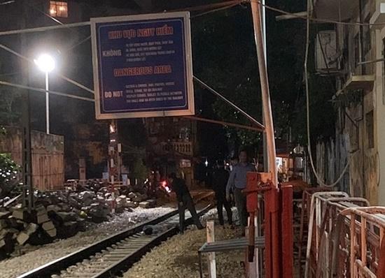 Người đàn ông bị tàu hỏa tông tử vong gần khu vực xóm cà phê đường tàu - Ảnh 1