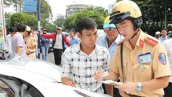 Không có giấy phép lái xe khi tham gia giao thông bị phạt bao nhiêu tiền? - Ảnh 1