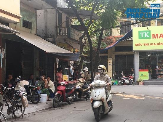 Vụ cháy công ty Rạng Đông: Phố Hạ Đình đông đúc sau nhiều ngày vắng vẻ, người dân yên tâm về nhà - Ảnh 15