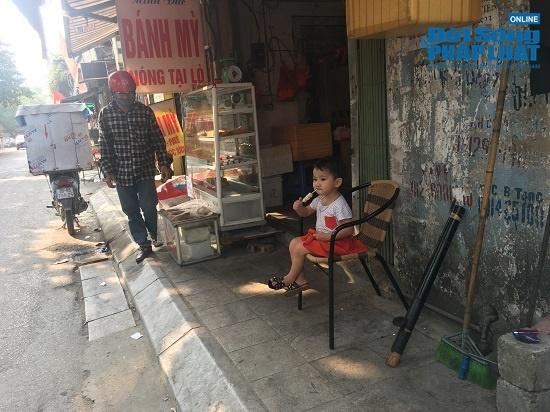Vụ cháy công ty Rạng Đông: Phố Hạ Đình đông đúc sau nhiều ngày vắng vẻ, người dân yên tâm về nhà - Ảnh 14