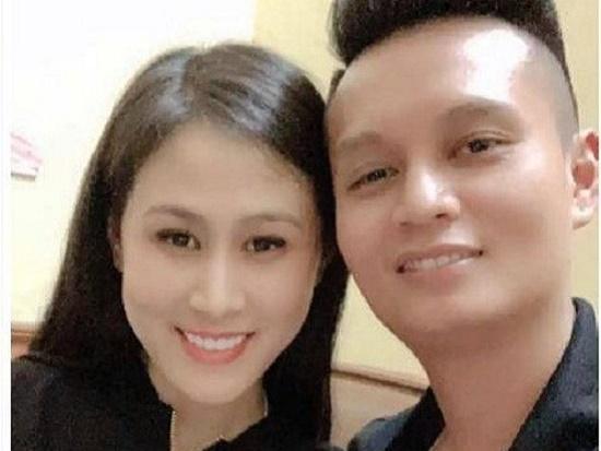 """Lộ diện người vợ hotgirl của """"ông trùm"""" cầm đầu đường dây cá độ trăm tỷ ở Bắc Giang - Ảnh 1"""