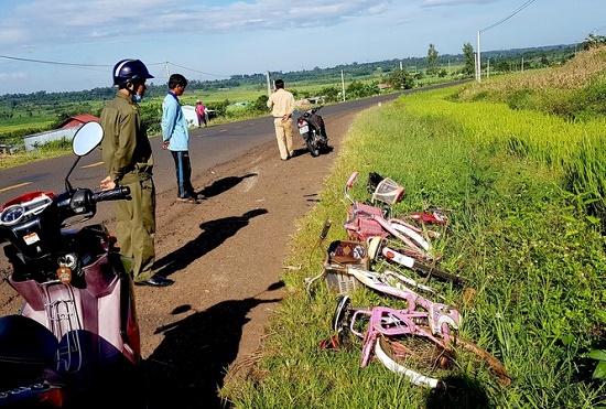 Tin tức tai nạn giao thông mới nhất hôm nay 10/10/2019: Va chạm kinh hoàng giữa 2 xe máy, 5 người thương vong - Ảnh 3