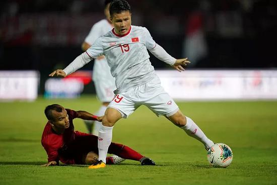 Hé lộ đối thủ tranh danh hiệu cầu thủ xuất sắc nhất Đông Nam Á với Quang Hải - Ảnh 1