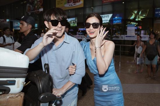 Hậu đám cưới hoành tráng, vợ chồng son Đông Nhi - Ông Cao Thắng rạng rỡ khoe nhẫn cưới tại sân bay - Ảnh 1
