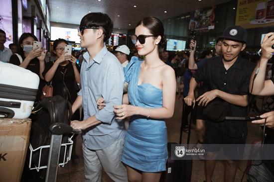 Hậu đám cưới hoành tráng, vợ chồng son Đông Nhi - Ông Cao Thắng rạng rỡ khoe nhẫn cưới tại sân bay - Ảnh 5