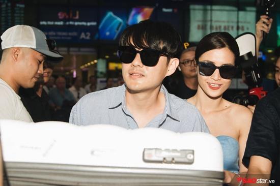 Hậu đám cưới hoành tráng, vợ chồng son Đông Nhi - Ông Cao Thắng rạng rỡ khoe nhẫn cưới tại sân bay - Ảnh 6
