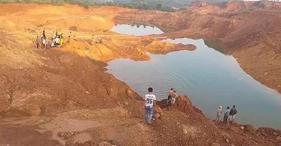 Tuyên Quang: Trượt chân ngã xuống hố khai thác quặng, 2 học sinh chết đuối thương tâm - Ảnh 1